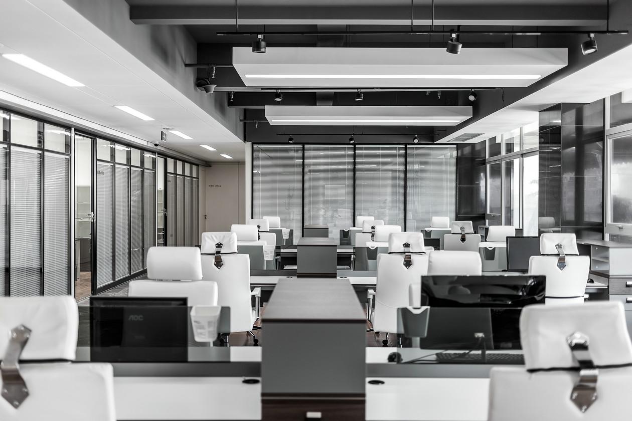 龙华传媒公司办公室装修